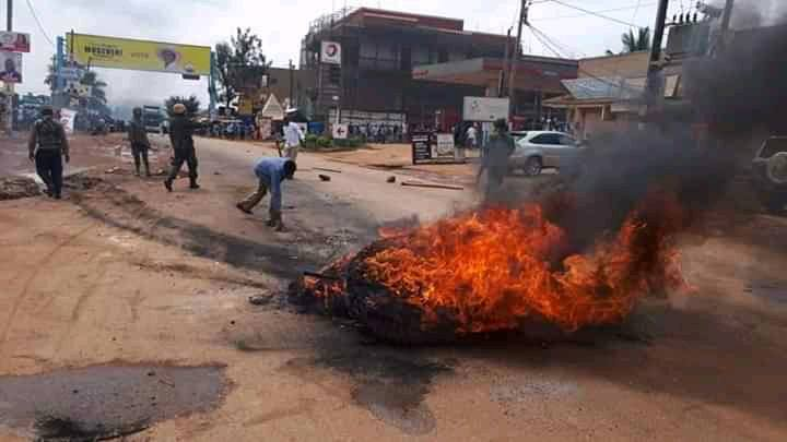 Teargas & Bullets Rock Bwaise, Namugongo As Riots Enter Day Two Following Bobi Wine's Arrest